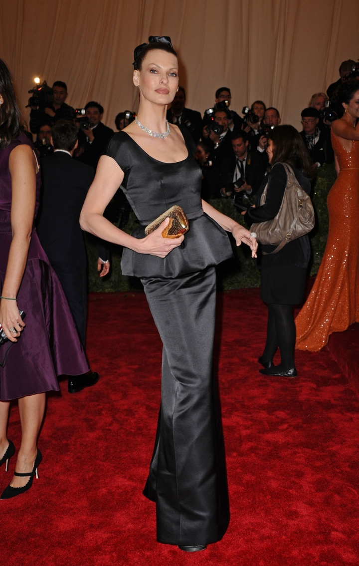 La Linda is dressed in Prada at the annual Met Gala in New York. Julien d'Ys is at her side.